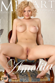 Met Art Amolita nude pictures gallery with MetArt model Oliwia A